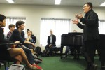 Alan Gilbert speaks to a class
