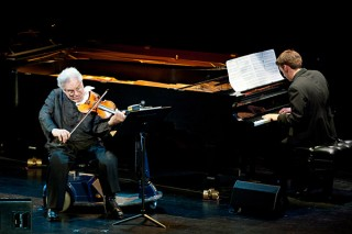 Itzhak Perlman playing at a tribute to Marvin Hamlisch
