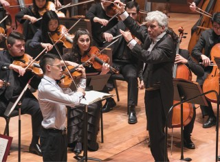 Peter Oundjian conducts the Juilliard Orchestra